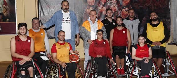 Teknik Direktörümüz Fatih Terim'den Tekerlekli Sandalye Basketbol Takımımıza ziyaret