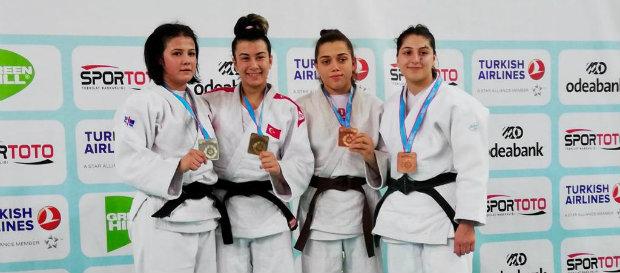 Hasret Bozkurt ve Minel Akdeniz Türkiye Şampiyonu