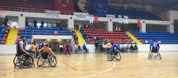 Galatasaray 56 - 73 İzmir Büyükşehir Belediye