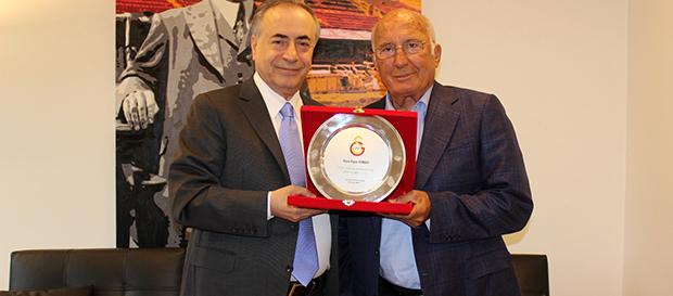 Başkanımız Mustafa Cengiz'den Ergun Gürsoy'a plaket