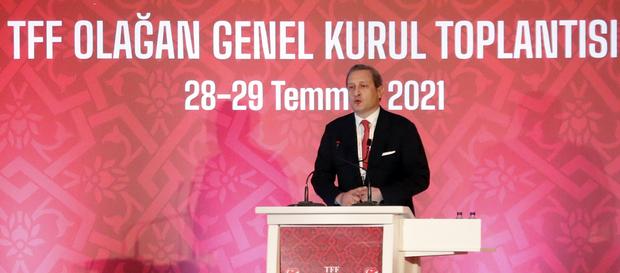 """Başkan Burak Elmas: """"Türk futbolu için tarihi bir karar alındı"""""""
