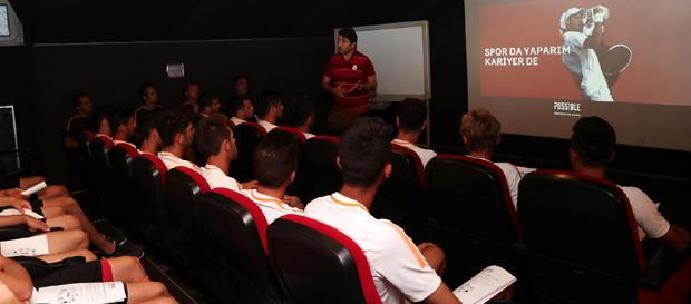 Futbol Akademisi'ne kariyer yönetimi eğitimi
