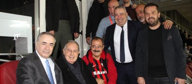 Başkanımız Mustafa Cengiz efsane futbolcumuz Talat Özkarslı'yla bir araya geldi