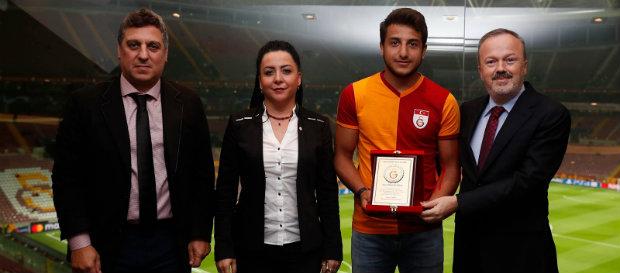 Dünya Şampiyonu Judocumuz Bilal Çiloğlu'na Plaket