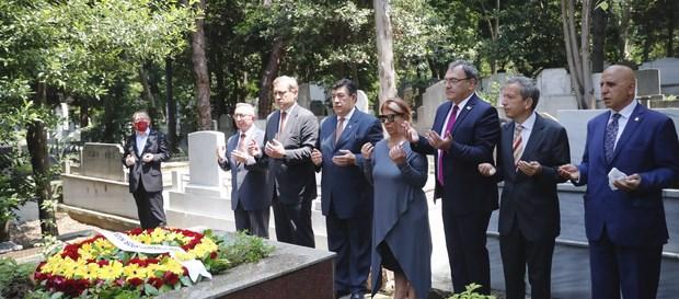 Ali Sami Yen ve Metin Oktay kabri başında anıldı