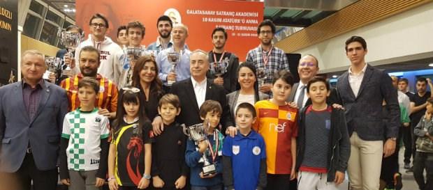 10 Kasım Atatürk'ü Anma Satranç Turnuvası'nda ödüller sahiplerini buldu