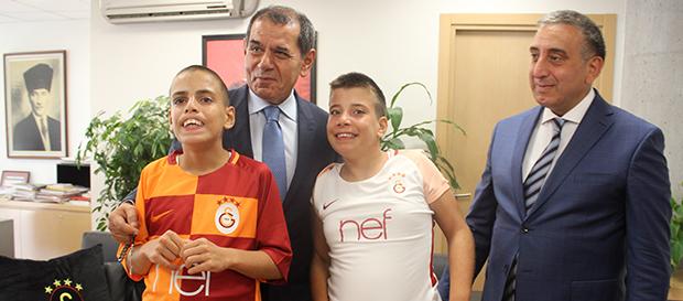 Bingül kardeşler başkan Özbek'in konuğu oldu