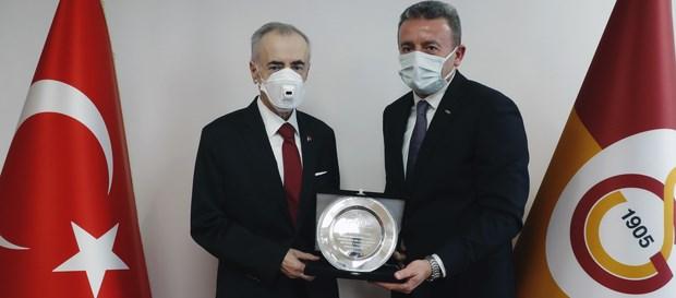 1905 GSYİAD'dan Başkanımız Mustafa Cengiz'e 20. Yıl Plaketi