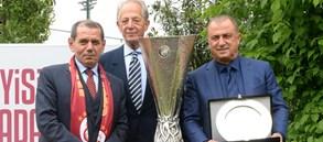 Başkan Özbek'ten Süren ve Terim'e özel plaket