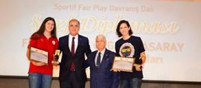 Galatasaray'a TMOK'tan Şeref Diploması