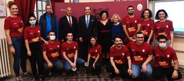 """""""Aslan Kızlar Yenilikçi Fikirler"""" kampanyası Galatasaray Lisesi'nde gerçekleştirildi"""