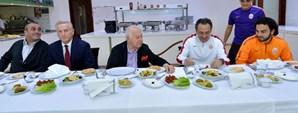 Başkan Duygun Yarsuvat ve Yönetim Kurulundan Futbol Takımına Ziyaret