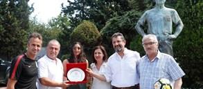 Galatasaray Futbol Akademisi'nden Metin Sarıbaş'a Teşekkür Plaketi