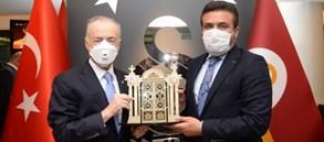 Başkanımız Mustafa Cengiz'den MKE Ankaragücü Başkanı Fatih Mert'e plaket