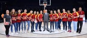Galatasaray basketbol akademisinin başarılı sporcuları ödüllendirildi.