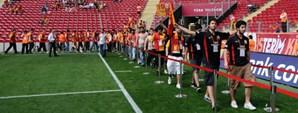 Taraftar Yine Sahaya İniyor: Penaltı Atma Yarışması