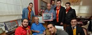 Taraftarlardan Turgay Şeren'e Ziyaret