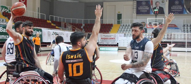 İzmir Büyükşehir Belediyesi 65-61 Galatasaray