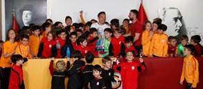 Yuto Nagatomo Genç Aslanlarımızla bir araya geldi