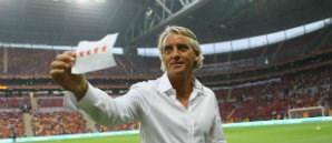 Mancini'ye 4 Yıldızlı Kağıt Sürprizi