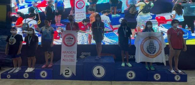 Nehir Öner'den Küçükler Türkiye Yüzme Şampiyonası'nda 2 Türkiye Şampiyonluğu